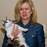 Wendi Aarons is not allergic to cats.